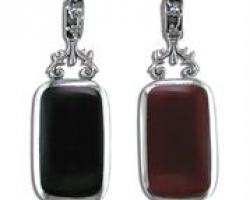 Sterling Silver Large onyx & red agate 2 sided pendant.on a silver chain